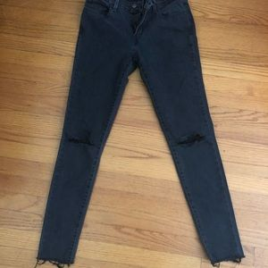 Black Levi's super skinny 710